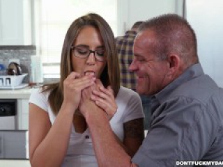 Teen Sneaking Around With Daddy's Friend (dfmd15223)