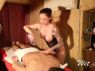 Erotic massage with hot oil and ice finished with happy ending. 4k